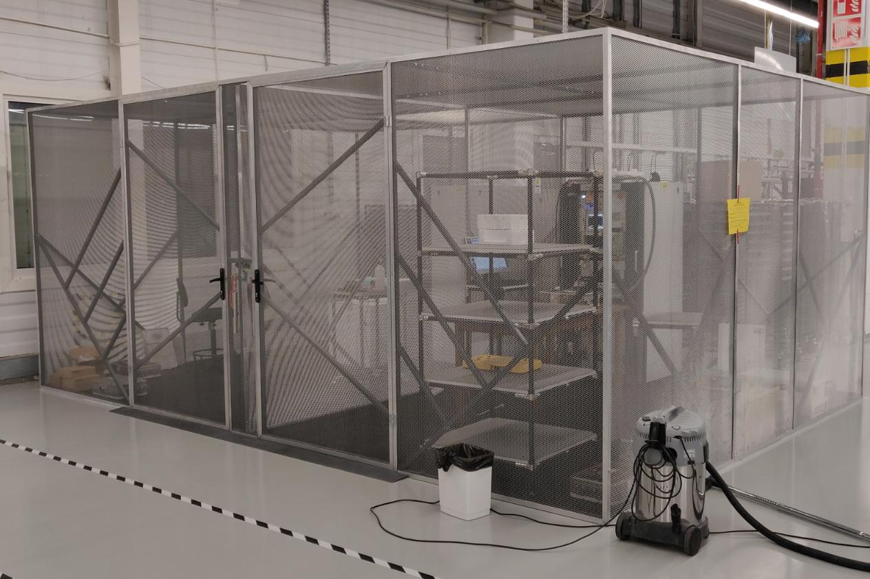 Klatka Faraday'a do produkcji urządzeń komunikacyjnych autonomicznego metra